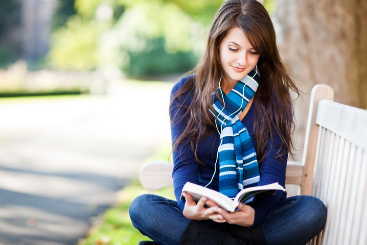 چرا کتاب خواندن برای انسان مفید است